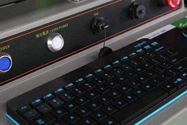 X6光纤激光切割机操作电脑